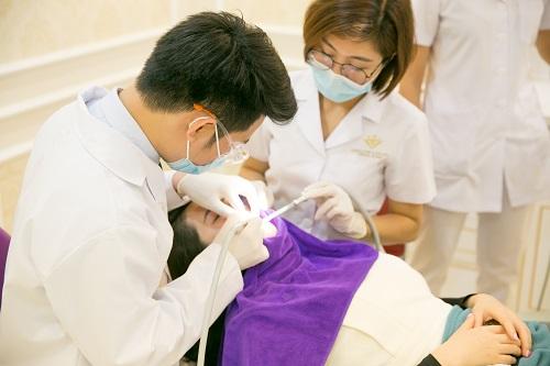 đánh răng bị chảy máu 4
