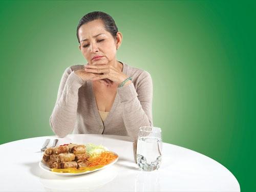 Khô miệng chán ăn