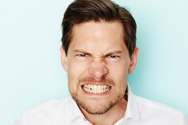 làm sao để chữa bệnh nghiến răng khi ngủ