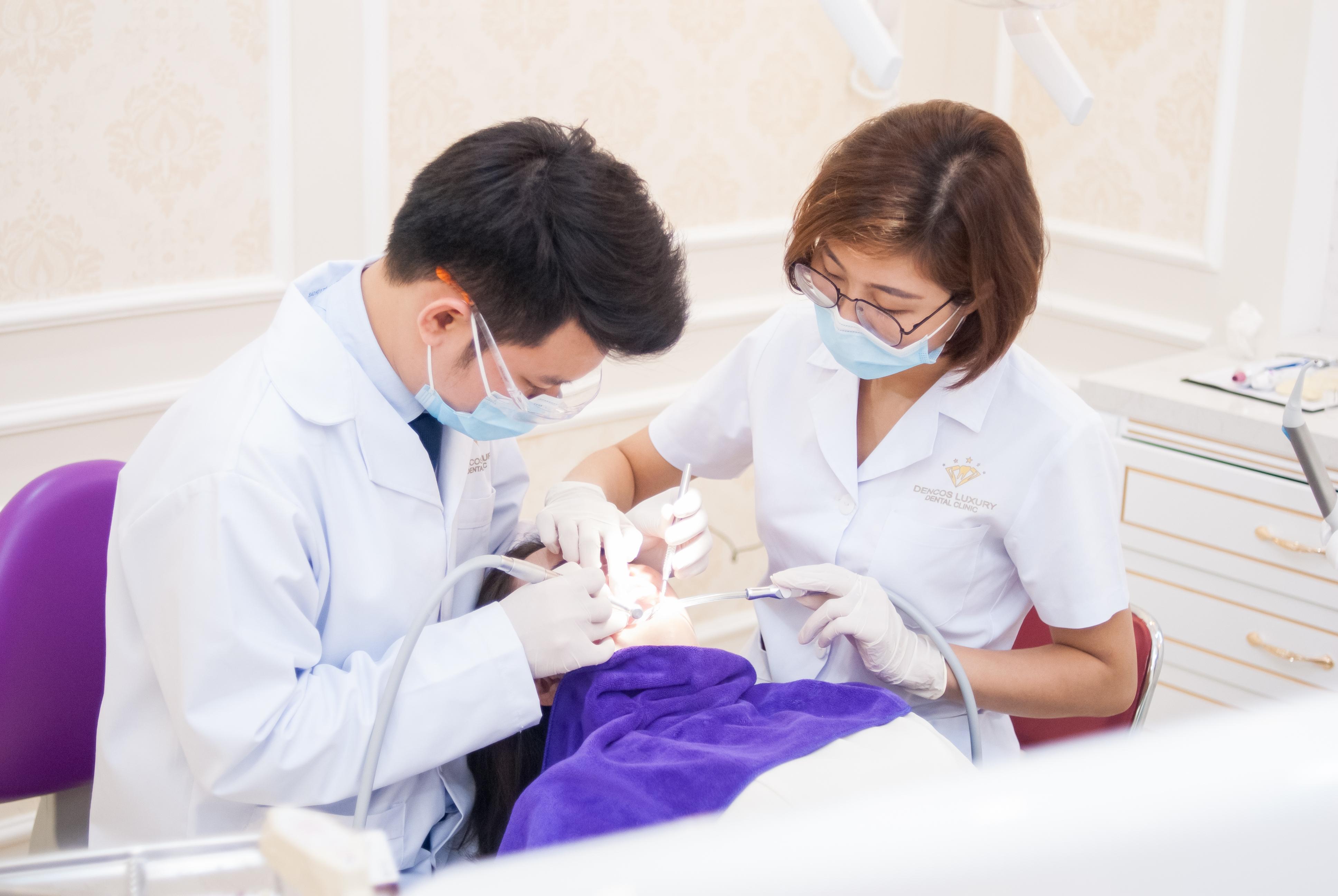 Nha sĩ lấy cao răng như thế nào quy trình lấy cao răng